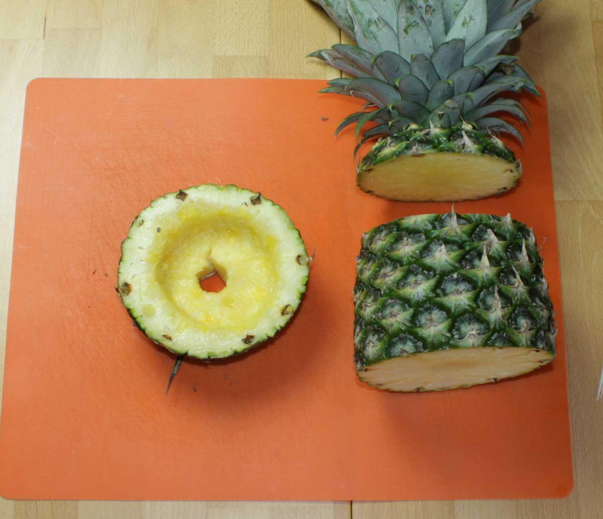 Loch in den Fruchtkopf schneiden
