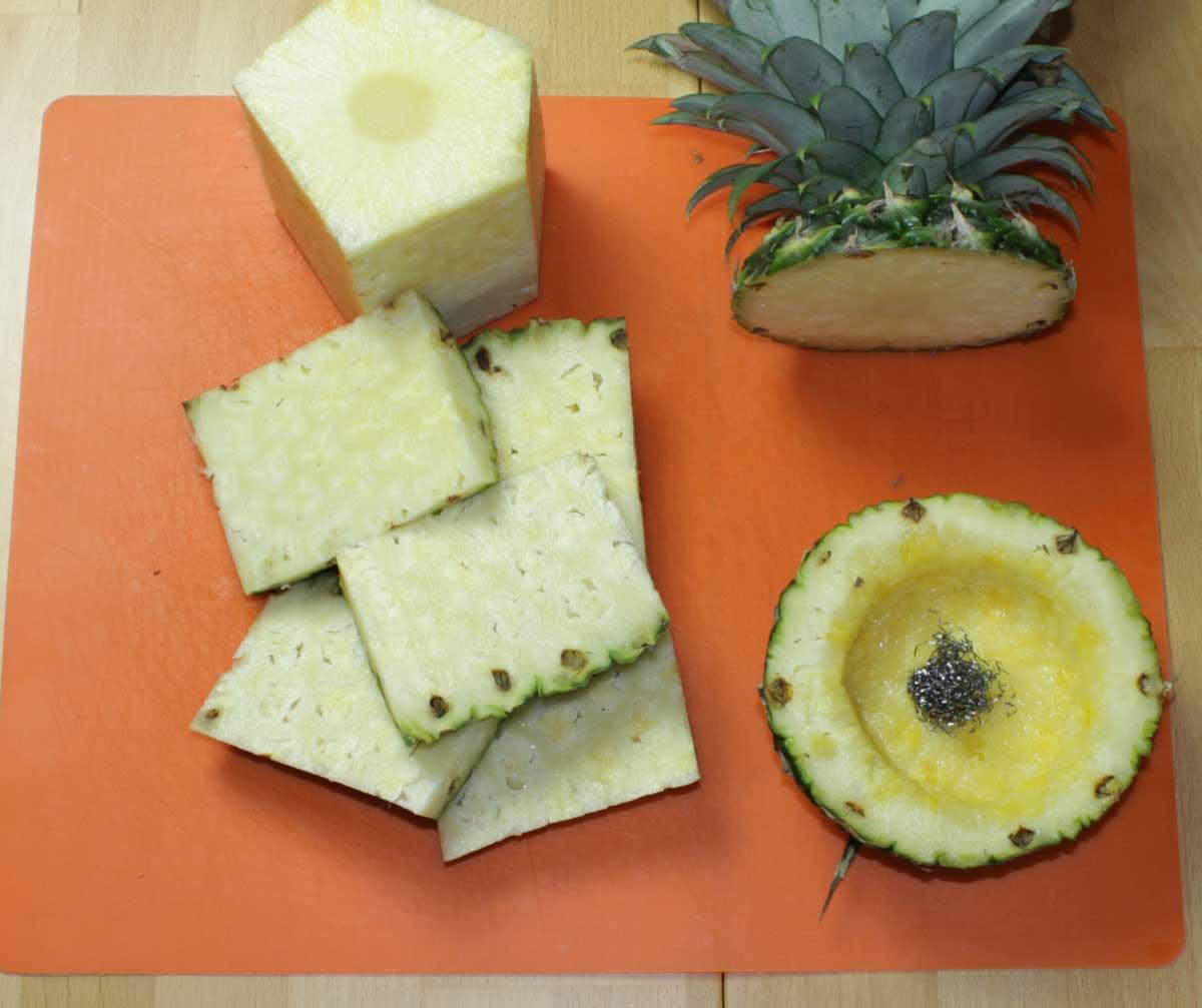 Ananas weiter schälen