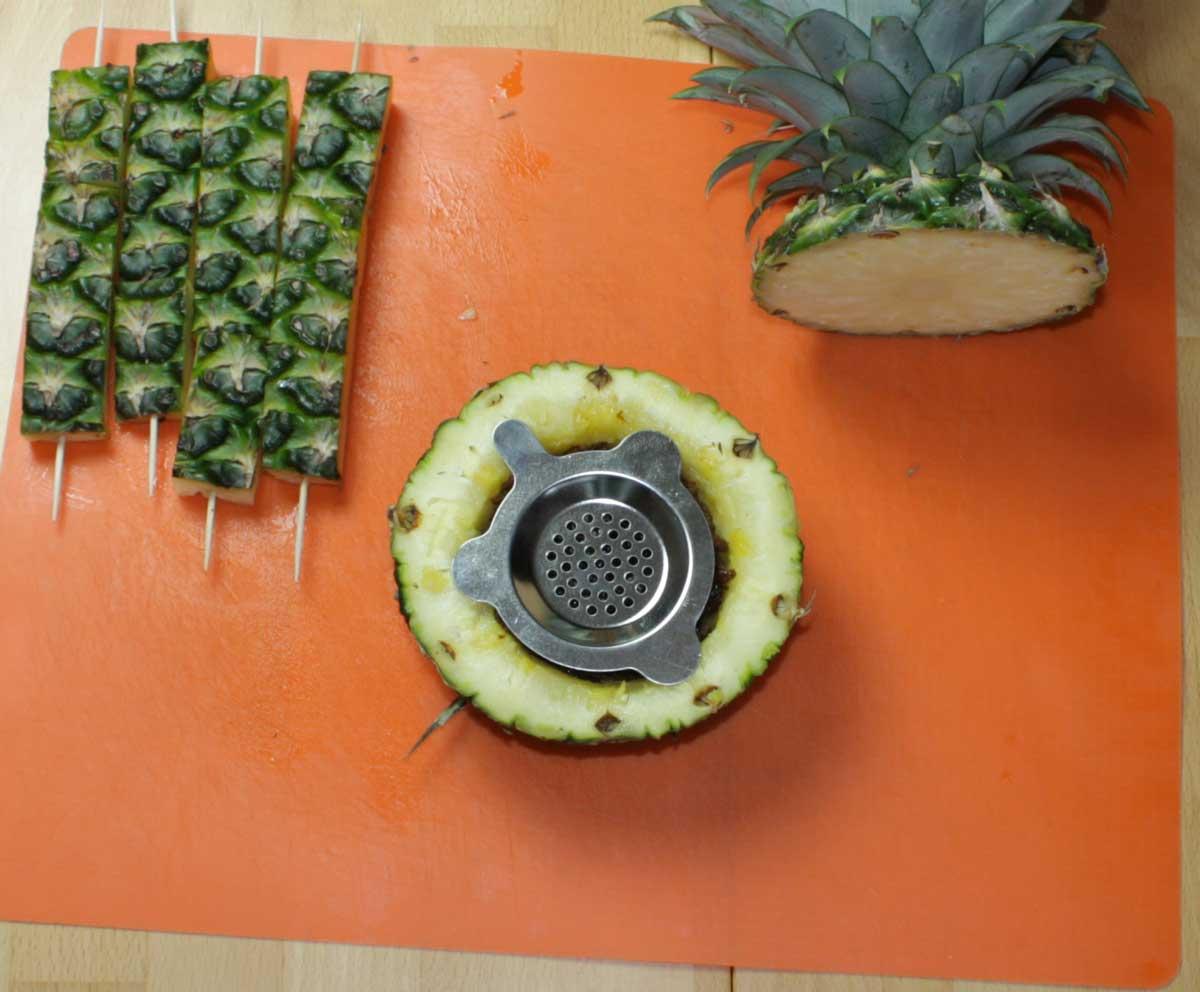 Ananaskopf mit Kohlesieb